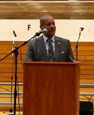 Vernard Alsberry, Jr. presenting to Hillcrest High School.